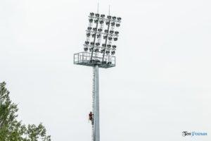 oswietlenie na stadionie warty poznan fot. slawek wachala 9449 300x200 - Poznań: Maszty oświetleniowe na stadionie Warty już stoją!