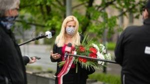 skladanie kwiatow lewica 3 fot. razem poznan 300x169 - Poznań: Przedstawiciele Lewicy i Razem składali kwiaty
