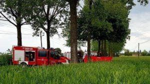wypadek 1 fot. osp janowiec wlkp. 300x169 - Gniezno: Tragiczny wypadek pod Janowcem Wielkopolskim. Zginęły dwie osoby