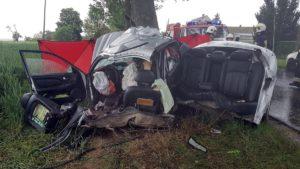 wypadek 2 fot. osp janowiec wlkp. 300x169 - Gniezno: Tragiczny wypadek pod Janowcem Wielkopolskim. Zginęły dwie osoby