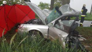 wypadek 3 fot. osp janowiec wlkp. 300x169 - Gniezno: Tragiczny wypadek pod Janowcem Wielkopolskim. Zginęły dwie osoby