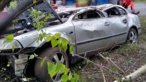wypadek fot. osp golina 300x169 - Konin: Dachowanie w Golinie. jedna osoba ranna