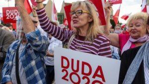 demonstracja i wiec fot. s. wachala12 300x169 - Poznań: PiS i Młodzi Nowocześni, czyli dwie demonstracje na jednym placu