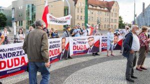 demonstracja i wiec fot. s. wachala15 300x169 - Poznań: PiS i Młodzi Nowocześni, czyli dwie demonstracje na jednym placu