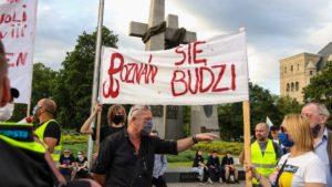 demonstracja i wiec fot. s. wachala16 300x169 - Poznań: PiS i Młodzi Nowocześni, czyli dwie demonstracje na jednym placu