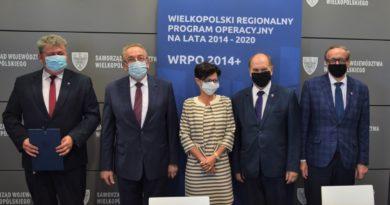 Dofinansowanie dla szkół od zarzadu województwa wielkopolskiego fot. UMWW