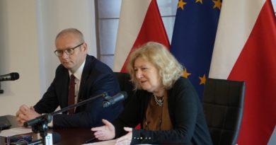 doposażenie stołówek wojewoda Łukasz Mikołajczyk, kurator Elżbieta Leszczyńska fot. WUW
