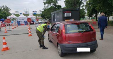 drive thru leszno fot. 12wbot4 390x205 - Polska: Zakażenia koronawirusem nadal spadają