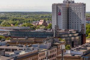 hotel altus miasto poznan fot. slawek wachala 1151 300x200 - Poznań: Widok z góry na Święty Marcin. I o wiele dalej!