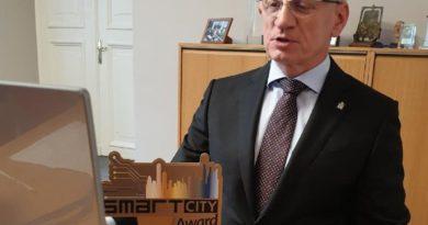 Jacek Jaśkowiak z nagrodą fot. UMP