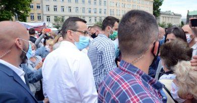 mateusz morawiecki na placu wolnosci3 390x205 - Mateusz Morawiecki w Wielkopolsce
