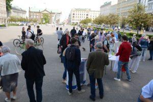 obchody 4 czerwca fot. k. adamska 1 300x200 - Poznań: Toast dla Wolności - na placu Wolności