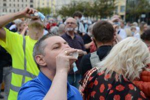 obchody 4 czerwca fot. k. adamska 7 300x200 - Poznań: Toast dla Wolności - na placu Wolności