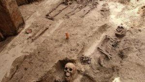 plac kolegiacki 5 fot. ump 300x169 - Poznań: Kolejne odkrycia archeologów na placu Kolegiackim