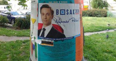 plakat Krzysztofa Bosaka przed Teatrem Polskim1 fot. Teatr Polski