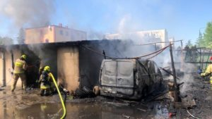 pozar 2 fot. policja 300x169 - Nowy Tomyśl: Policjanci uratowali ludzi z pożaru
