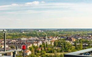 poznan z poziomu dachu. ataner ul. towarowa 39 fot. slawek wachala 1 300x187 - Poznań: Jeden z najwyższych budynków w Poznaniu. Jaki jest z niego widok?