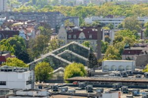 poznan z poziomu dachu. ataner ul. towarowa 39 fot. slawek wachala 14 300x200 - Poznań: Jeden z najwyższych budynków w Poznaniu. Jaki jest z niego widok?