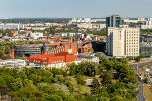 poznan z poziomu dachu. ataner ul. towarowa 39 fot. slawek wachala 4 300x200 - Poznań: Jeden z najwyższych budynków w Poznaniu. Jaki jest z niego widok?