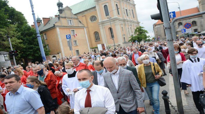 procesja boze cialo fot. k. adamska19 800x445 - Poznań: Coraz więcej wystąpień z Kościoła