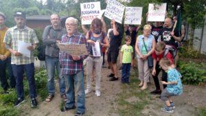"""protest rod bogdanka 4 300x169 - Poznań: Czy uda się ocalić ROD """"Bogdanka""""? Działkowcy protestują"""