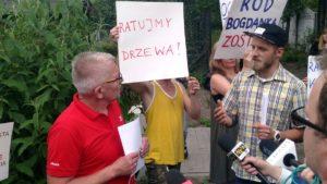 """protest rod bogdanka 8 300x169 - Poznań: Czy uda się ocalić ROD """"Bogdanka""""? Działkowcy protestują"""
