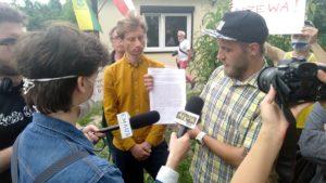 """protest rod bogdanka 9 300x169 - Poznań: Czy uda się ocalić ROD """"Bogdanka""""? Działkowcy protestują"""