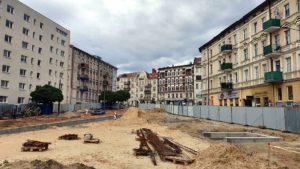 rynek lazarski budowa fot. ump 300x169 - Poznań: Trwa przebudowa rynku Łazarskiego. Dziś na budowie byli radni