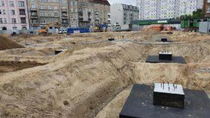 rynek lazarski budowa fot. ump4 300x169 - Poznań: Trwa przebudowa rynku Łazarskiego. Dziś na budowie byli radni