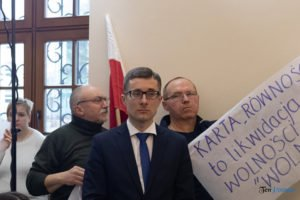 sesja rady miasta fot. s. wachala2 300x200 - Poznań: Policja szuka mężczyzny, który groził radnym. Czy go znasz?