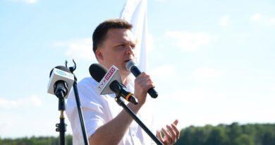 szymon holownia 3 fot. k. adamska 390x205 - Poznań: Ekipa Szymona Hołowni na placu Wolności