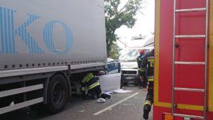 wypadek 2 fot. osp tarnowo podgorne 300x169 - Poznań: Wypadek w Rumianku. Są ranni