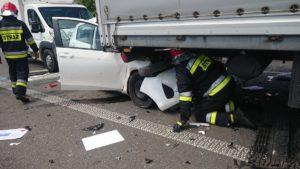 wypadek 3 fot. osp tarnowo podgorne 300x169 - Poznań: Wypadek w Rumianku. Są ranni