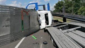 a2 fot. policja3 300x169 - Września: Wypadek na A2 w stronę Poznania. Trasa zablokowana!