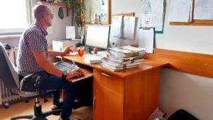 chor. ksiazek fot. zk wronki 300x169 - Wronki: Funkcjonariusze zakładu karnego pomagają też po służbie