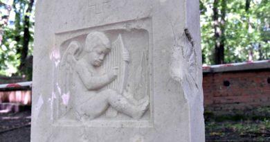 cmentarz na Cytadeli fot. UMP