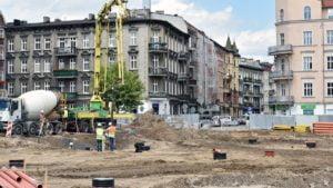 dach rynek lazarski fot. ump6 300x169 - Poznań: Na Rynku Łazarskim montują dach!
