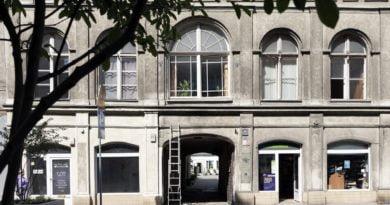 garbary galeria w bramie1 fot. marcin muth 390x205 - Poznań: Fotograficzny spacer z przewodnikiem po Garbarach