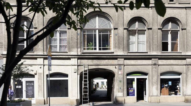 garbary galeria w bramie1 fot. marcin muth 800x445 - Poznań: Fotograficzny spacer z przewodnikiem po Garbarach