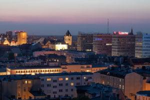 miasto poznan fot. slawek wachala 20 300x200 - Poznań: Widok z dachów wieżowców na Piekarach