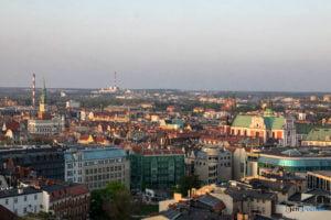 miasto poznan fot. slawek wachala 300x200 - Poznań: Widok z dachów wieżowców na Piekarach