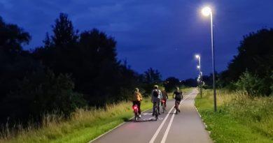 Oświetlona Wartostrada fot. Rowerowy Poznań