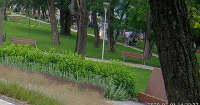 park Kościuszki, petardy fot. SM w Gnieźnie