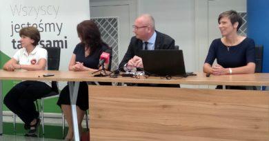 Anna Skupień, PFRON, wojewoda Łukasz Mikołajczyk, wicewojewoda Aneta Niestrawska oraz Irena Semmler, PFRON