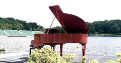 pływający fortepian fot. Teatr Muzyczny