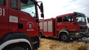 pozar fot. osp golina2 300x169 - Golina: Pożar pola ze zboża w Bobrowie
