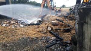 pozar fot. osp granowo2 300x169 - Buk: Spłonęło zboże na polu. Jedna osoba poszkodowana