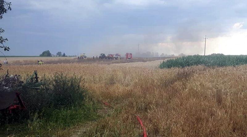 pozar fot. osp granowo4 800x445 - Leszno: Pożar zboża na polu w Piotrkowicach