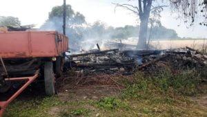 pozar fot. osp granowo6 300x169 - Buk: Spłonęło zboże na polu. Jedna osoba poszkodowana