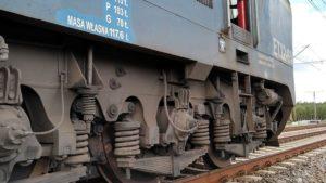 pozar hamulcow fot. osp golina5 300x169 - Konin: Pożar hamulców lokomotywy. Zablokowana trasa kolejowa i droga
